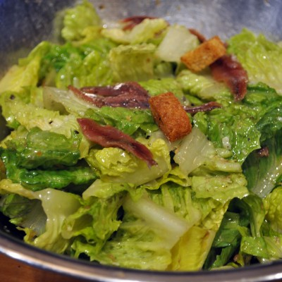 HOW TO MAKE CLASSIC CAESAR SALAD